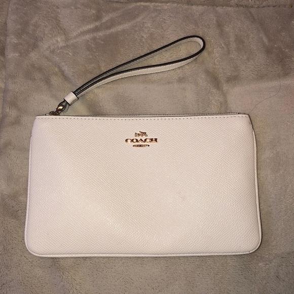 pretty nice e5311 c7278 coach wristlet purse